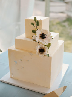 Square 3- tiered white wedding cake