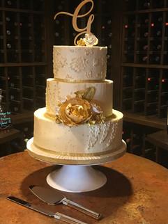 wedding-cake-3-tiered-gold-dreamin-desse
