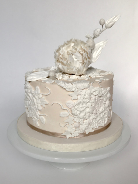 wedding-cake-white-on-white-dreamin-dess