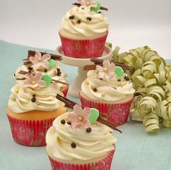 cupcakes-vanilla-pink-blossom-dreamin-desserts.jpeg