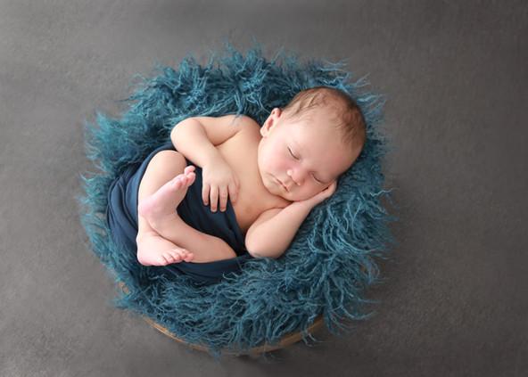 newborn maternity family photo Hawaii