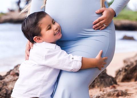 Maternity outdoor photo session Hawaii oahu