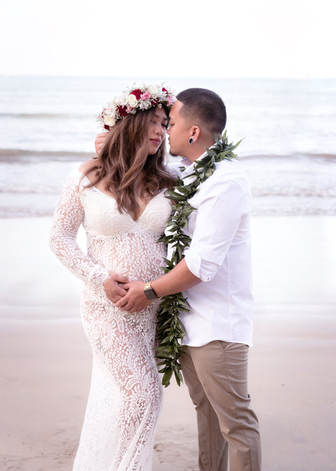 Maternity outdoor photo session Hawaii