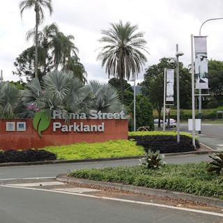 Công viên Roma Street Parkland nơi có tượng đài chiến sĩ Úc-Việt