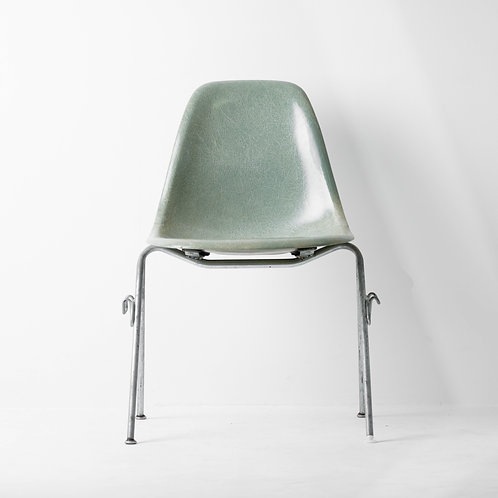 c-22v   Eams Side Shell Chair 1st Vintage Green