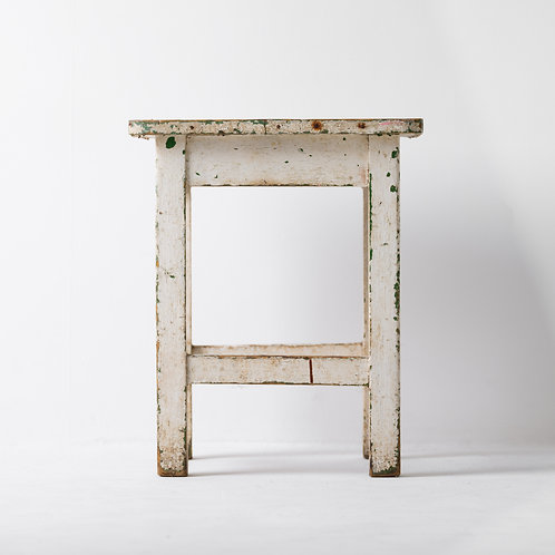 s-13v | White Wood Antique Grunge Stool
