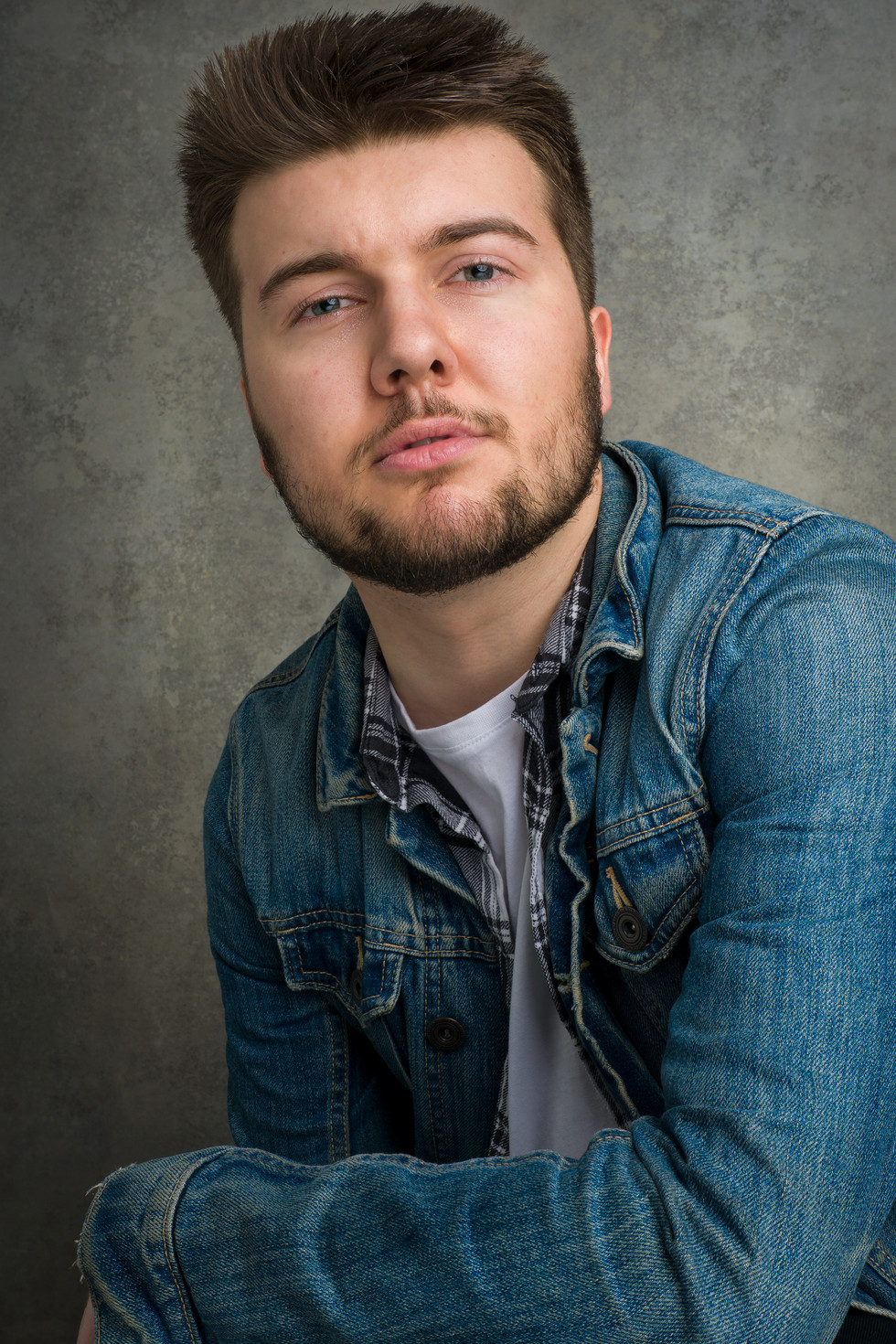 TOBY HOLLOWAY - ACTOR