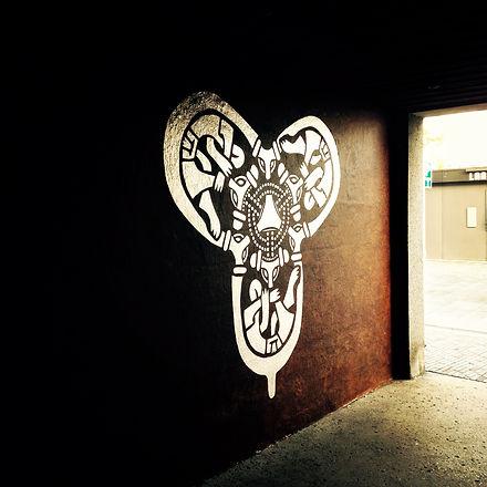 Fibula_viking_mural_odder.JPG