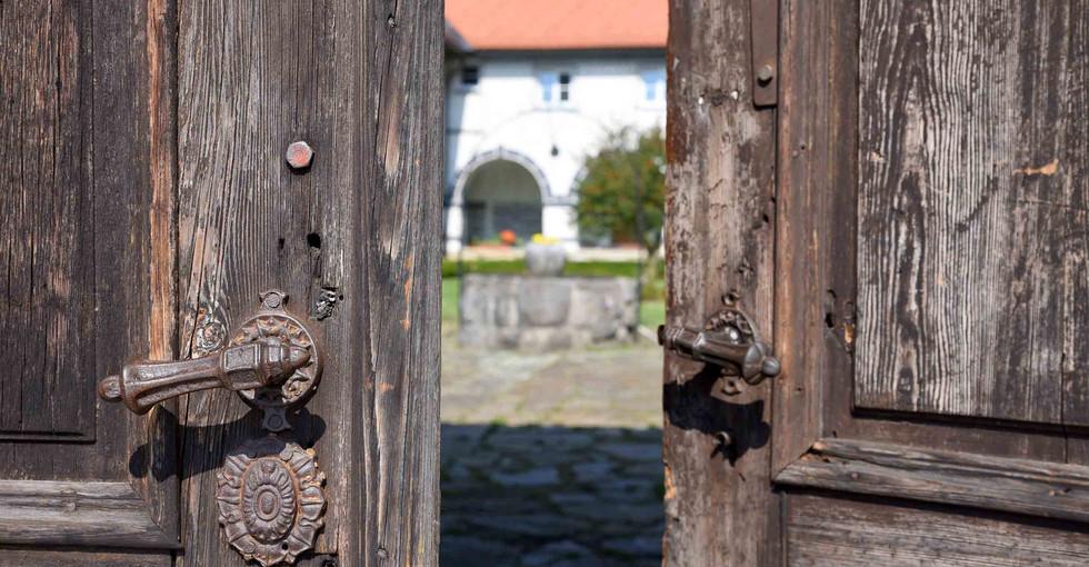 DSC_7549c potrkal je na samostanska vrat
