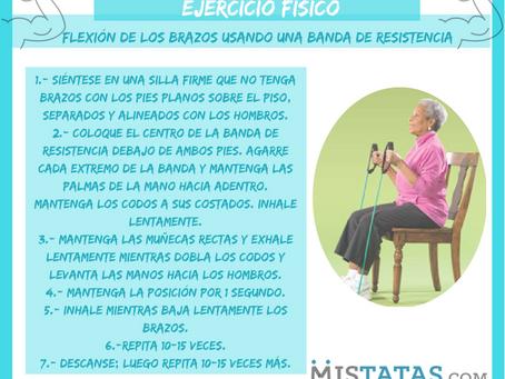 EJERCICIO FÍSICO - FLEXIÓN DE LOS BRAZOS USANDO UNA BANDA DE RESISTENCIA