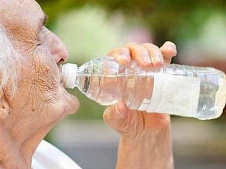 Importancia de la hidratación para los adultos mayores.
