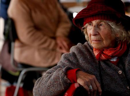 Artículo: Soledad, abandono y depresión: Adultos mayores de 80 años lideran suicidios en Chile.