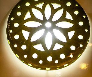 גוף תאורה מקרמיקה צמוד תקרה או קיר, מעוצב בעבודת יד