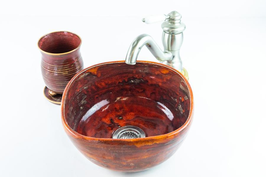 כיור קרמיקה בצבע אדום-בורדו, כיור בעבודת יד