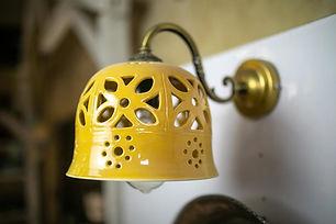 גוף תאורה צבעוני מקרמיקה, אהיל מנורה צהוב מקרמיקה עבודת יד