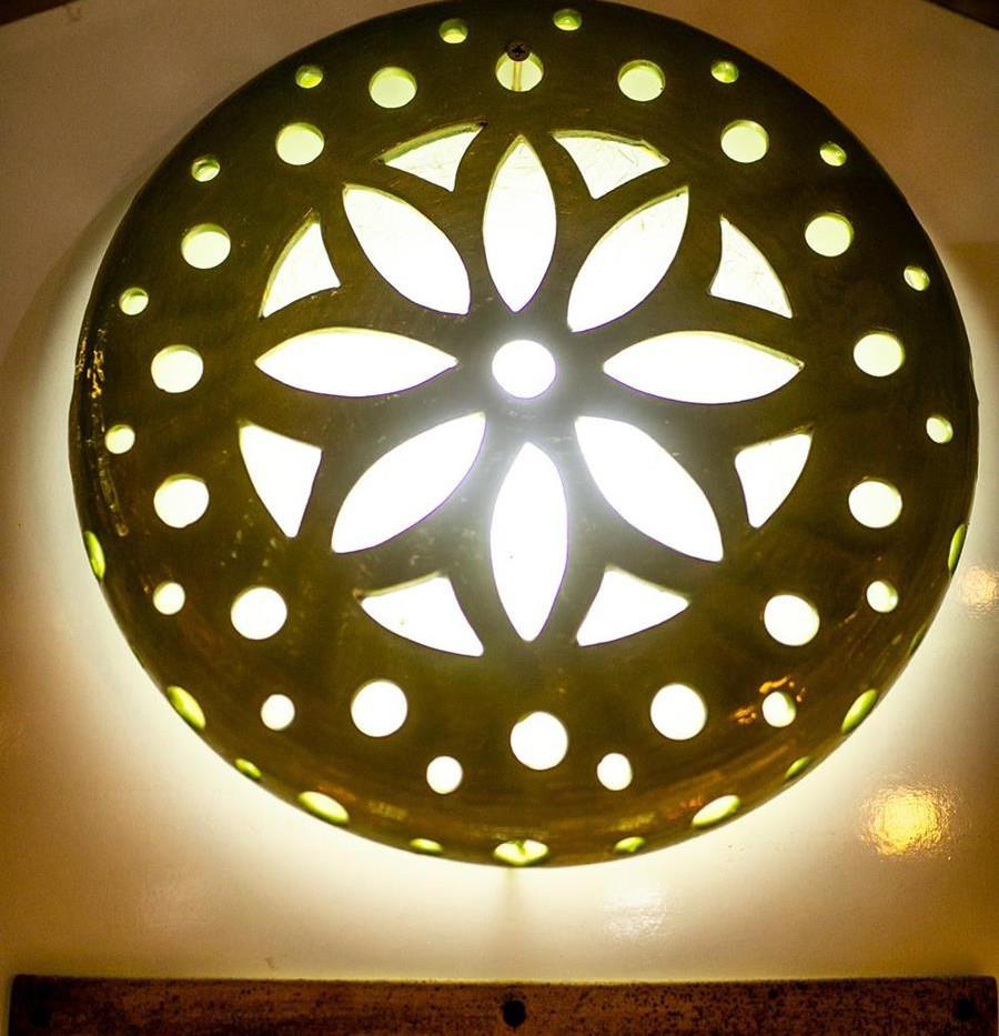 גוף תאורה צמוד תקרה או צמוד קיר, עשוי קרמיקה בעבודת יד