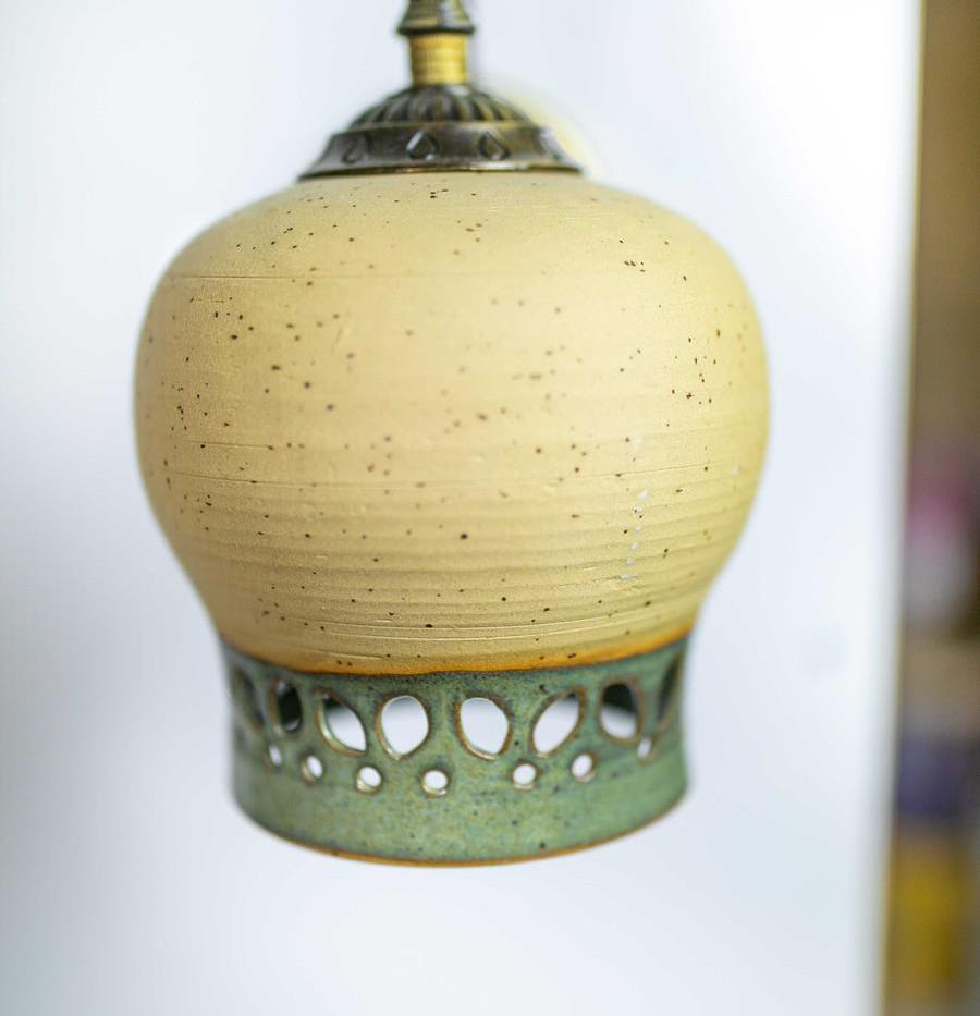 גוף תאורה כפרי מקרמיקה בעבודת יד