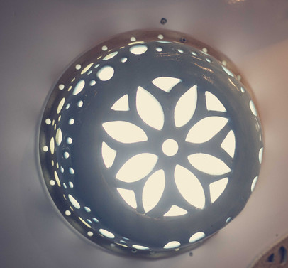 גוף תאורה צבעוני עשוי קרמיקה עבודת יד , צמוד תקרה או קיר