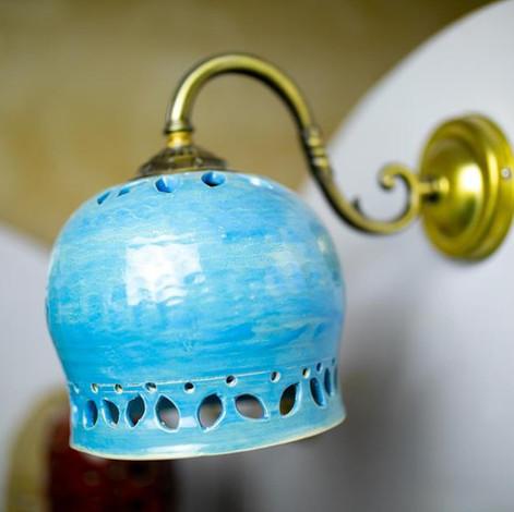 גוף תאורה מקרמיקה, אהיל מנורה בצבע תכלת, מקרמיקה עבודת יד