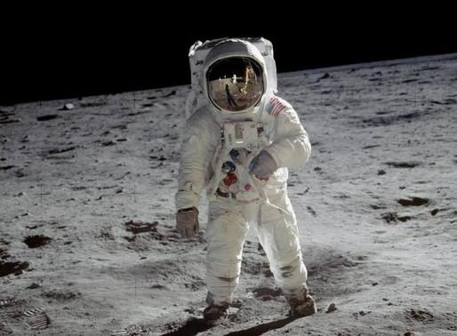 Imagens históricas do pouso na Lua são aprimoradas por inteligência artificial