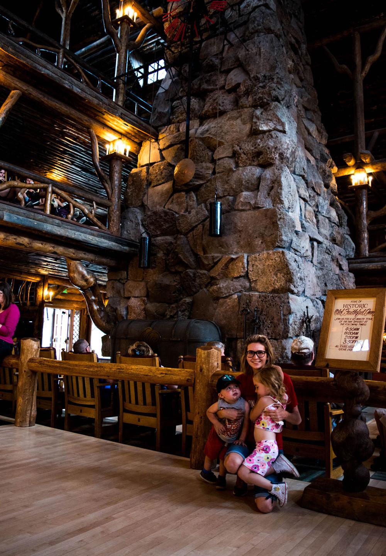 Inside-Old-Faithful-Inn