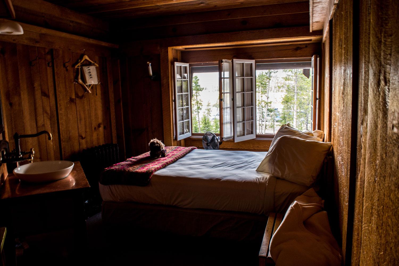 Old-Faithful-Inn-Room
