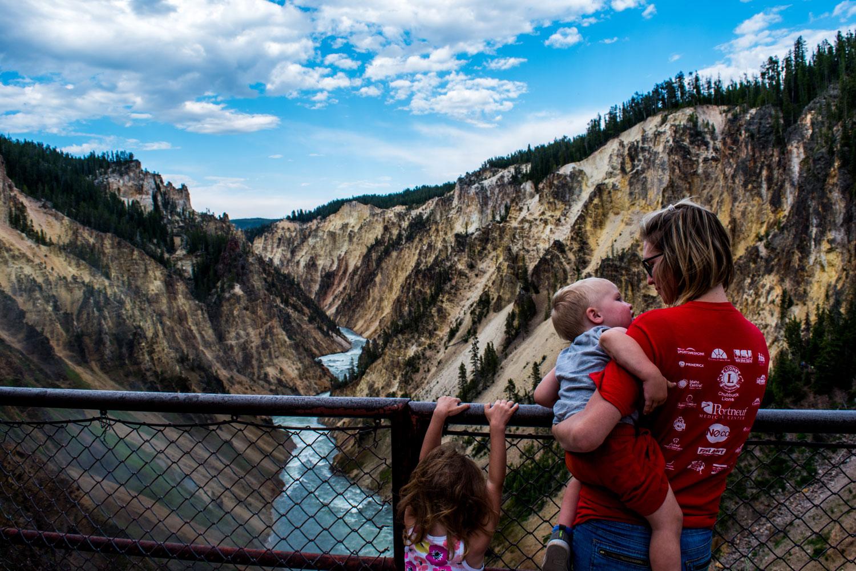 Cute-Yellowstone-Grant-Ellie-Liz