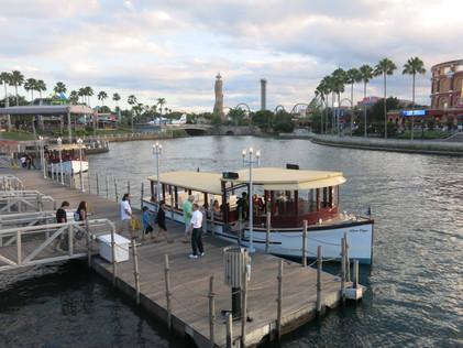 2.Båten som går mellan Universal och Hard Rock Hotel