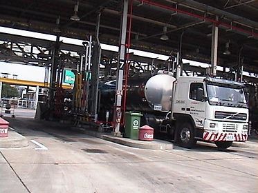 Truck gasoline loading with vapour recovery