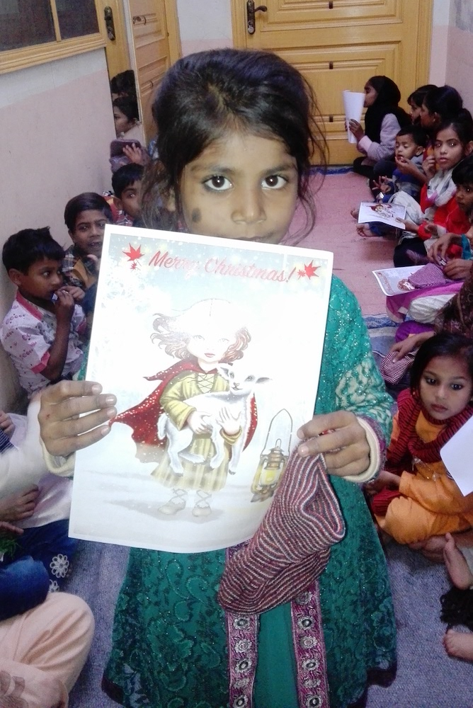 pak-christmas-presents-orphans-08