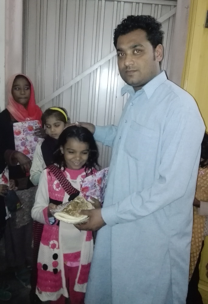 pak-christmas-presents-orphans-05