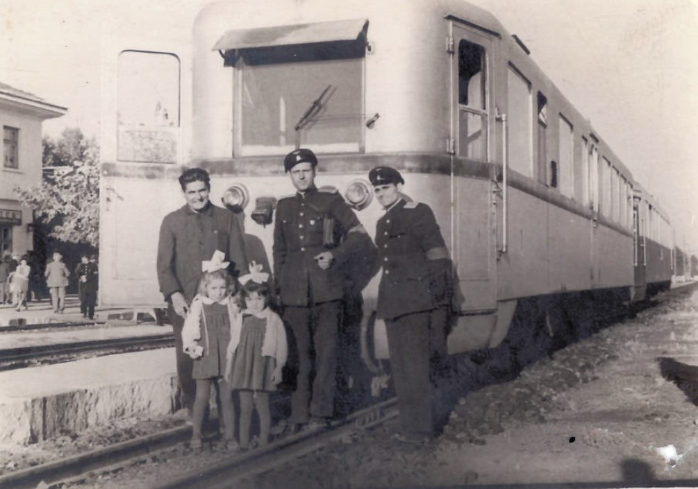 Мотрисен влак на гара Банско