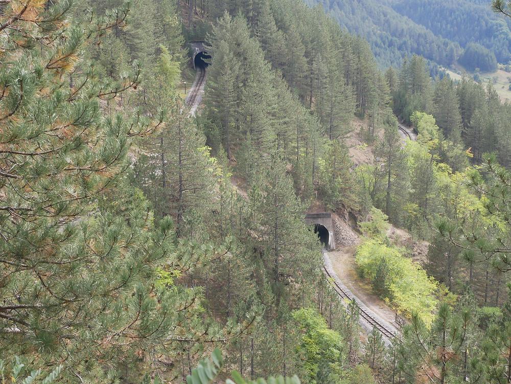 Поглед към долните етажи от панорамната спирка