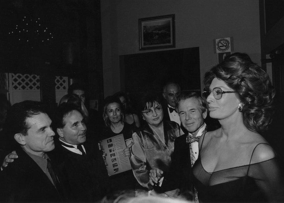 sophia loren in crowd at carmen's banquet hall in 1999