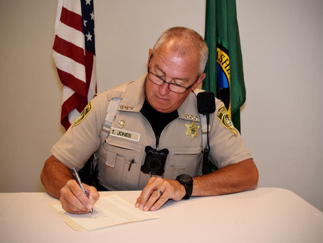 """39 elected WA sheriff officers sign a letter saying they will """"protect the 2nd Amendment"""""""