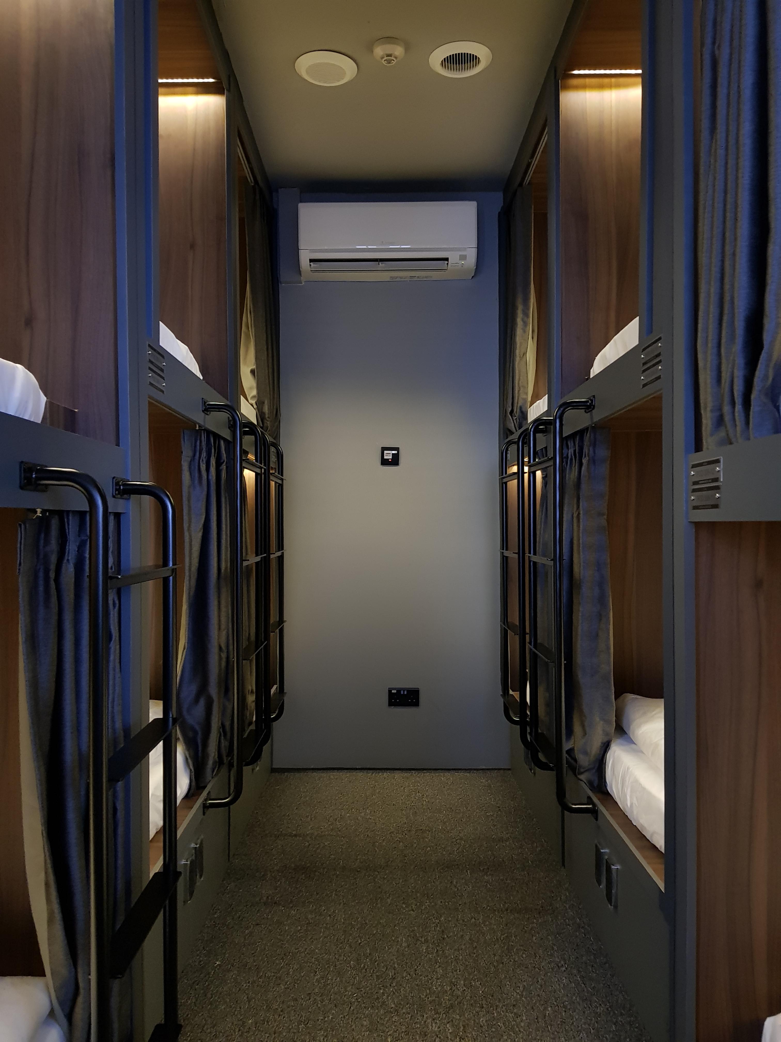 Room 308 02 - 3024x4032