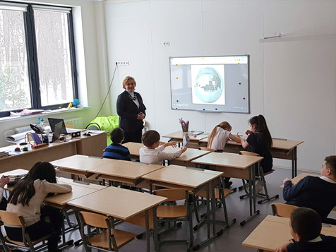 Занятия по «Человековедению» в частной школе «Светлые горы»