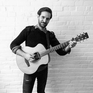Olivier Pépin, guitare rythmique, voix.