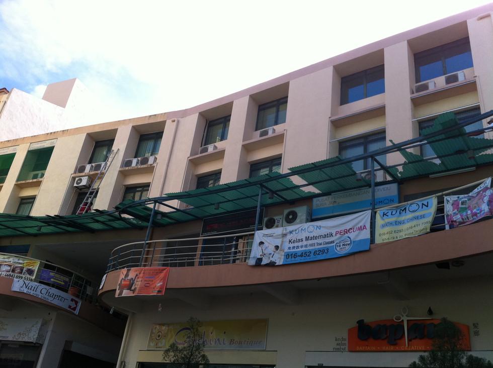 Broken Uncoated Polycarbonate in Penang