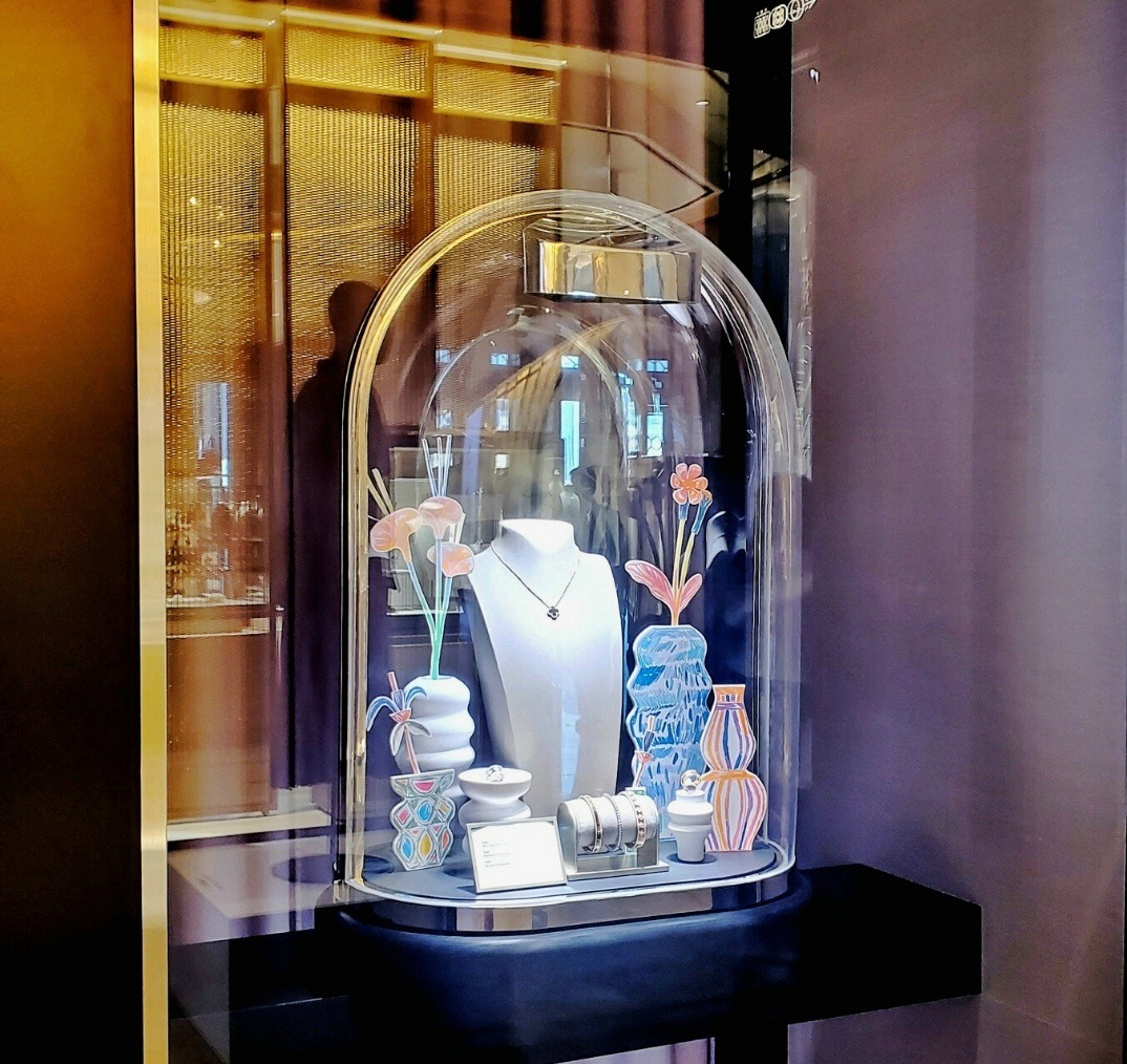 Vitrines Van Cleef and Arpel's