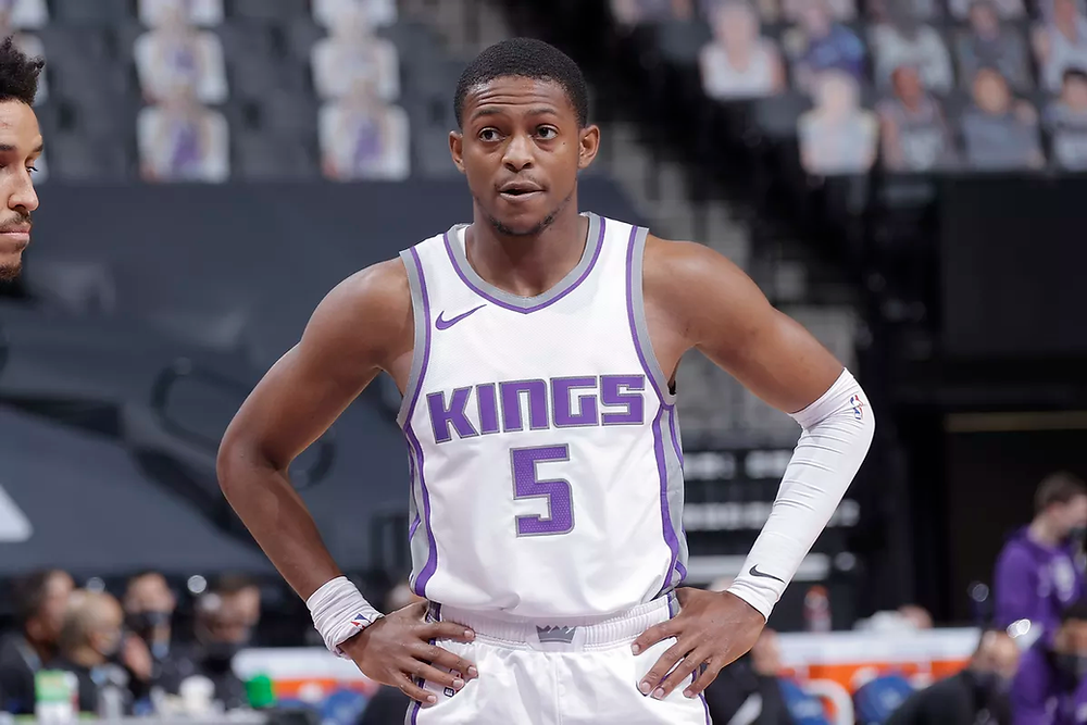 Sacramento Kings point guard De'Aaron Fox rests his hands on his hips during an NBA basketball game against the Indiana Pacers.
