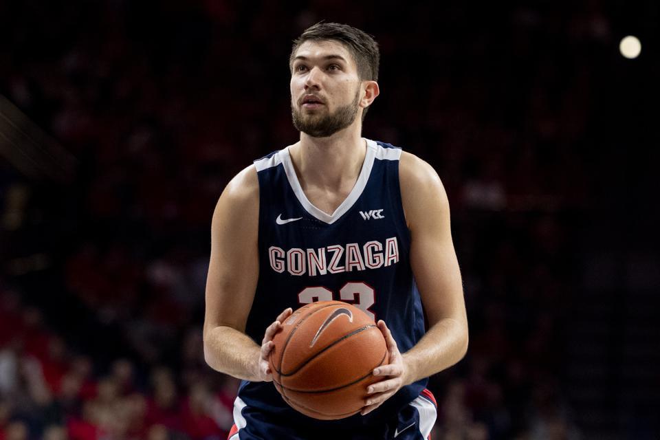 Killian Tillie of Gonzaga University prepares to shoot a free throw in an NCAA game against the Arizona Wildcats.
