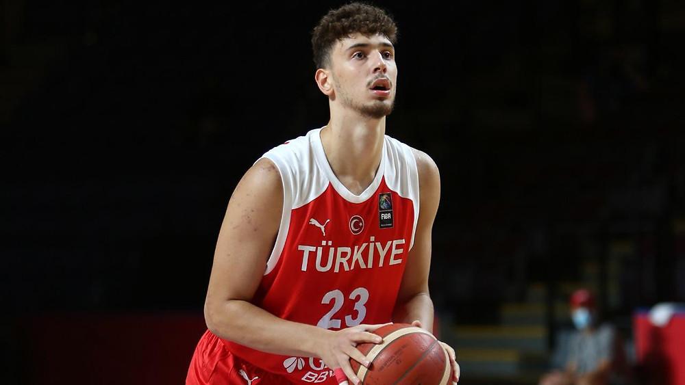 Beskitas big man Alperen Sengun prepares to shoot a free throw during a Turkish Basketball League basketball game.