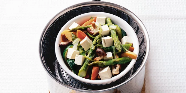 Vegetables in a colander in a steamer. Photo by bbcgoodfood.com