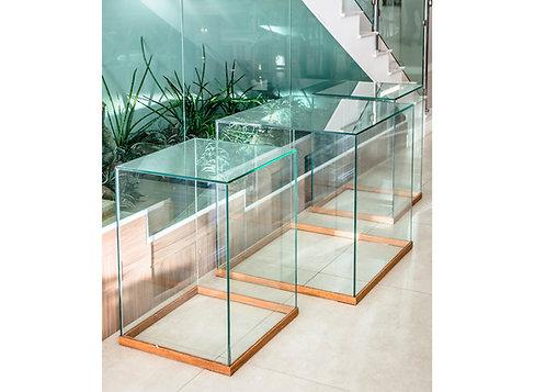 Mesa Vidro c/ Rodapé em Madeira 0,70 x 0,70 x 0,76 alt.  (Incolor de 8mm)