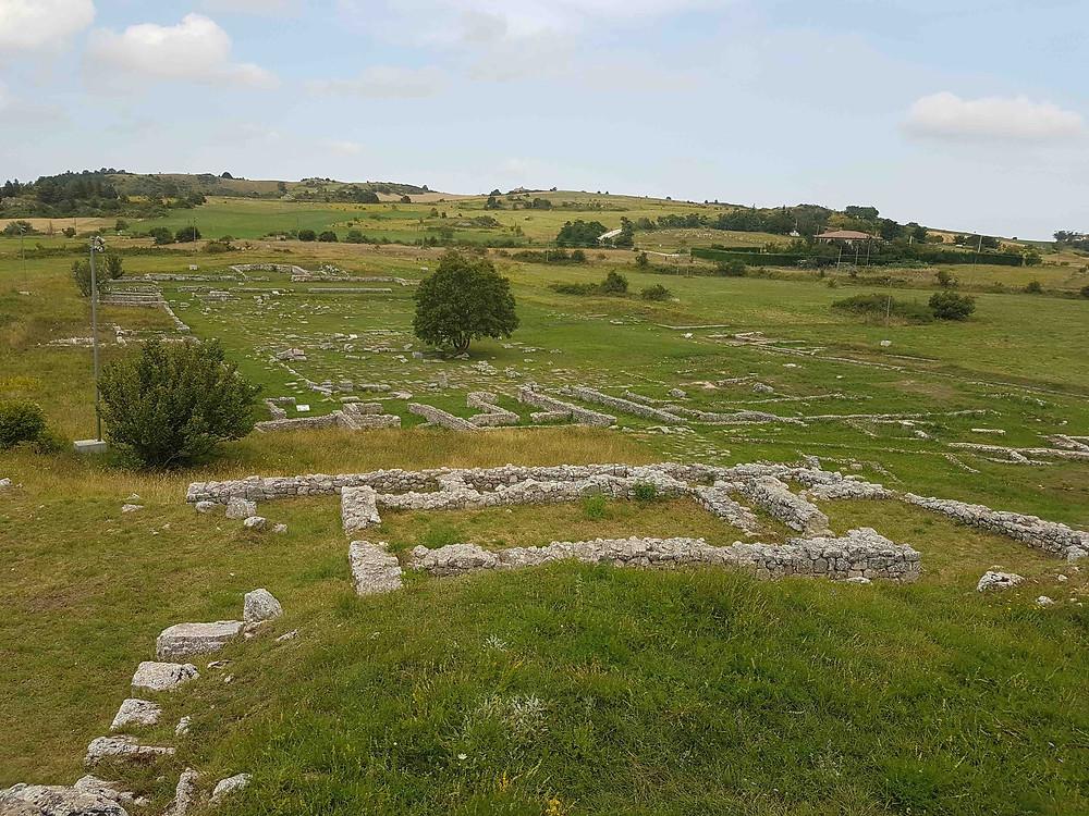 Zicht op het forum vanaf de acropolis