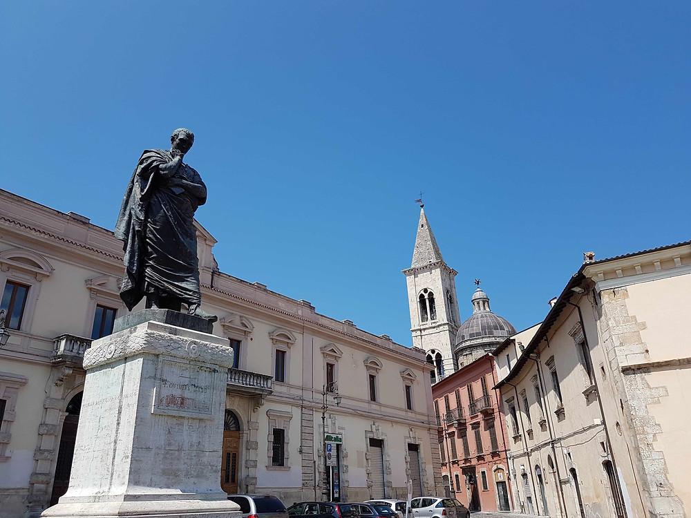 Standbeeld Ovidius in Sulmona