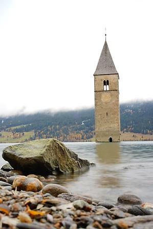 Flooded Church von Altgrauen, Reschensee, Italy