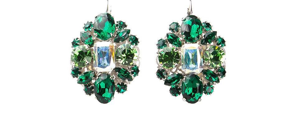 Fabulous form earrings in oval design hook on green