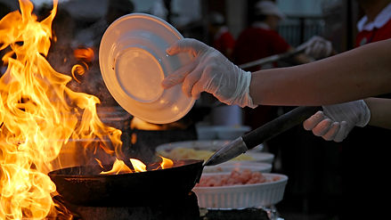 Chef-at-work---Flambe-cooking-513598748_